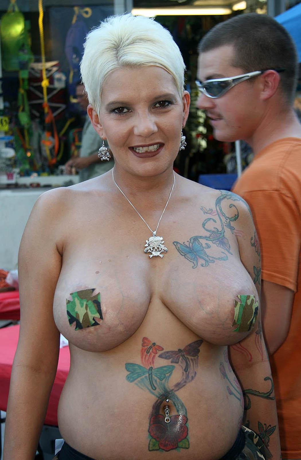 Ron Jeremy presenta concurso de puta desnuda